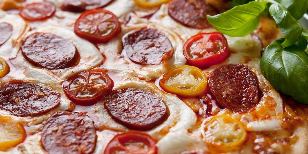 pizza-med-chorizo-og-fersk-mozzarella-Taga__dsc1055